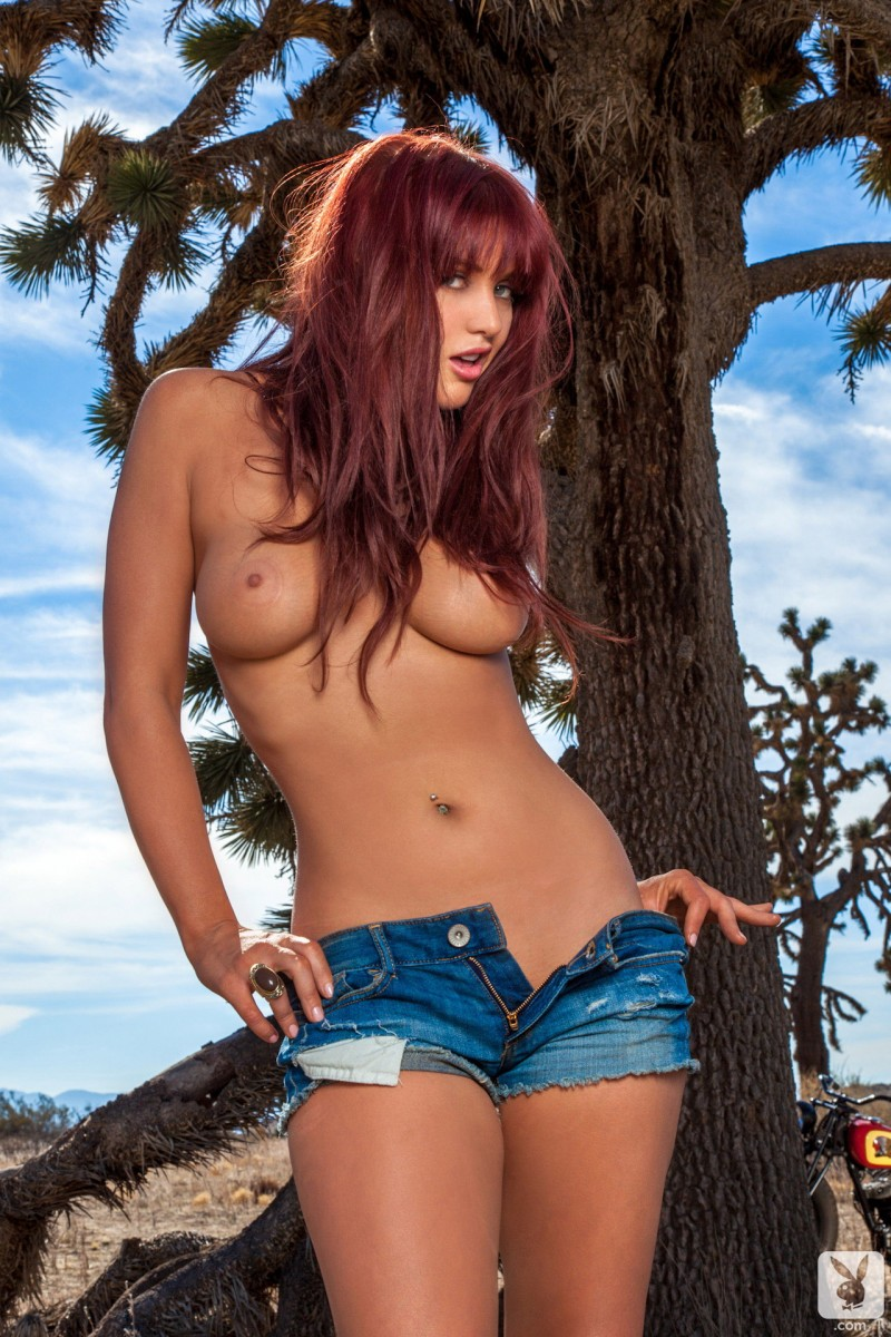 veronica-ricci-jeans-shorts-playboy-09