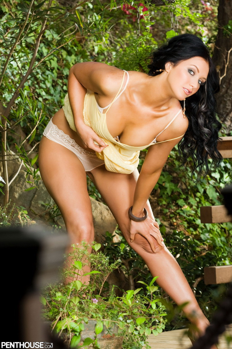 veronica-ricci-yellow-dress-penthouse-03
