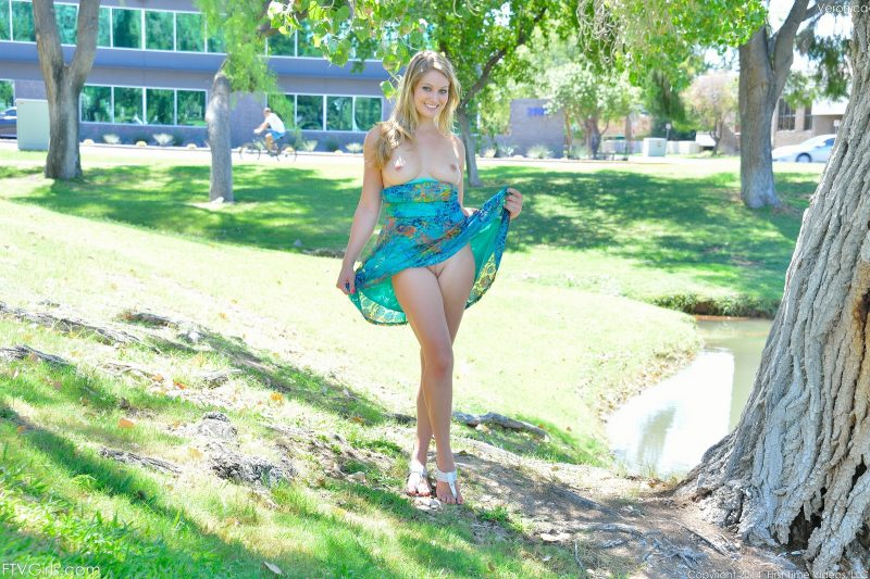veronica-public-nude-park-ftvgirls-07