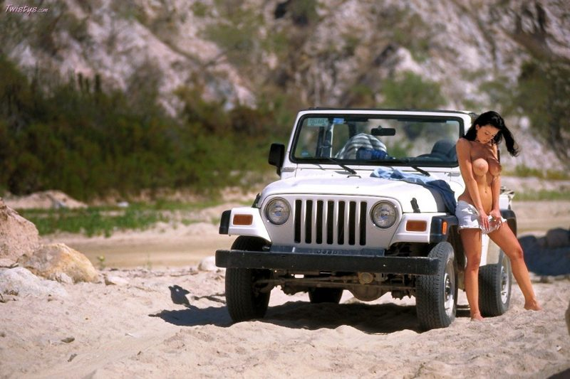 veronika-zemanova-boobs-jeep-wrangler-twistys-15