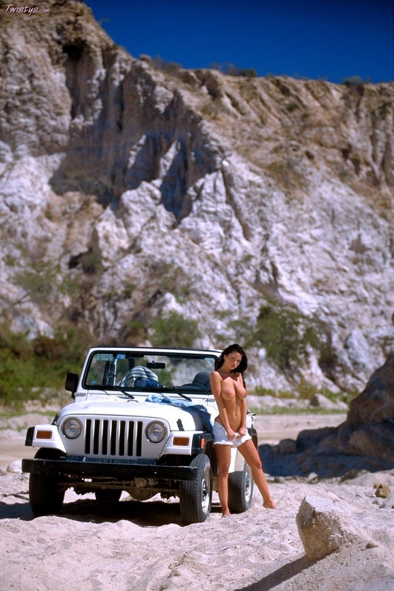 veronika-zemanova-boobs-jeep-wrangler-twistys-17