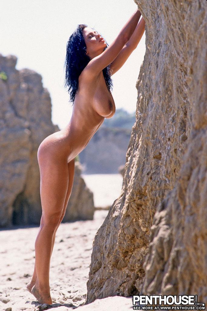 veronica-zemanova-beach-naked-tits-penthouse-09