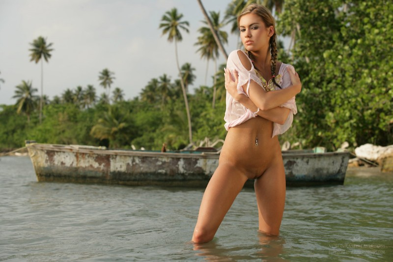 veronika-fasterova-wet-shirt-seaside-verunkasdreams-12