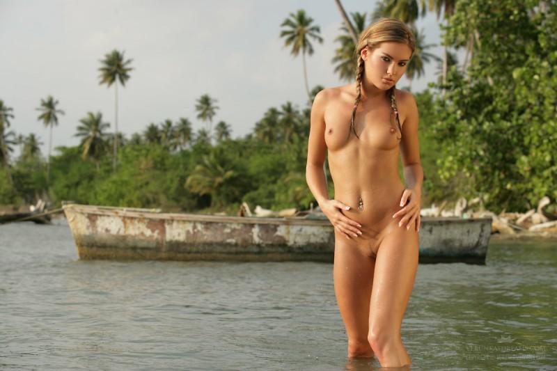 veronika-fasterova-wet-shirt-seaside-verunkasdreams-13