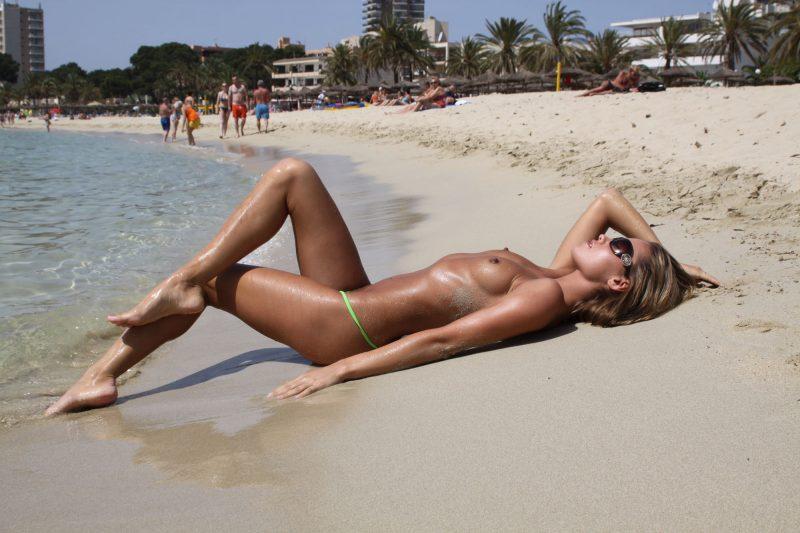 veronika-fasterova-micro-bikini-beach-nude-14