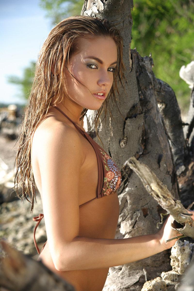 verunka-bikini-watch4beauty-02