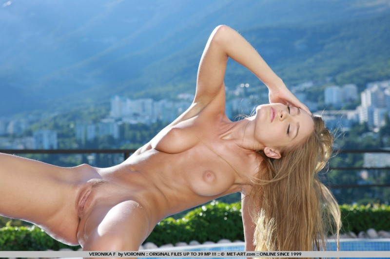 veronika-f-poolside-nude-met-art-10