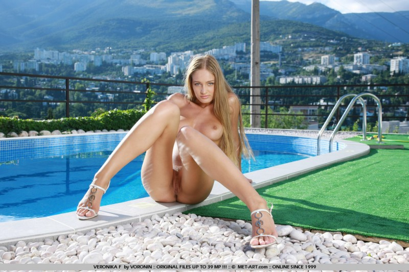 veronika-f-poolside-nude-met-art-14