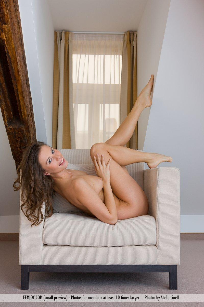 veronika-vesela-armchair-femjoy-01
