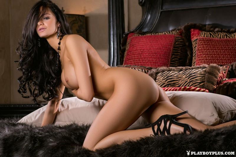 victoria-barrett-bedroom-nude-playboy-14