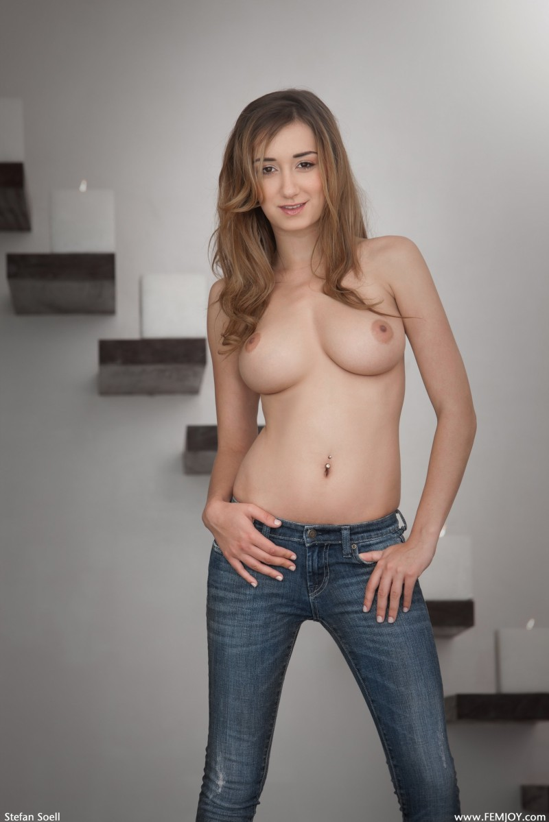 victoria-rae-topless-jeans-femjoy-02
