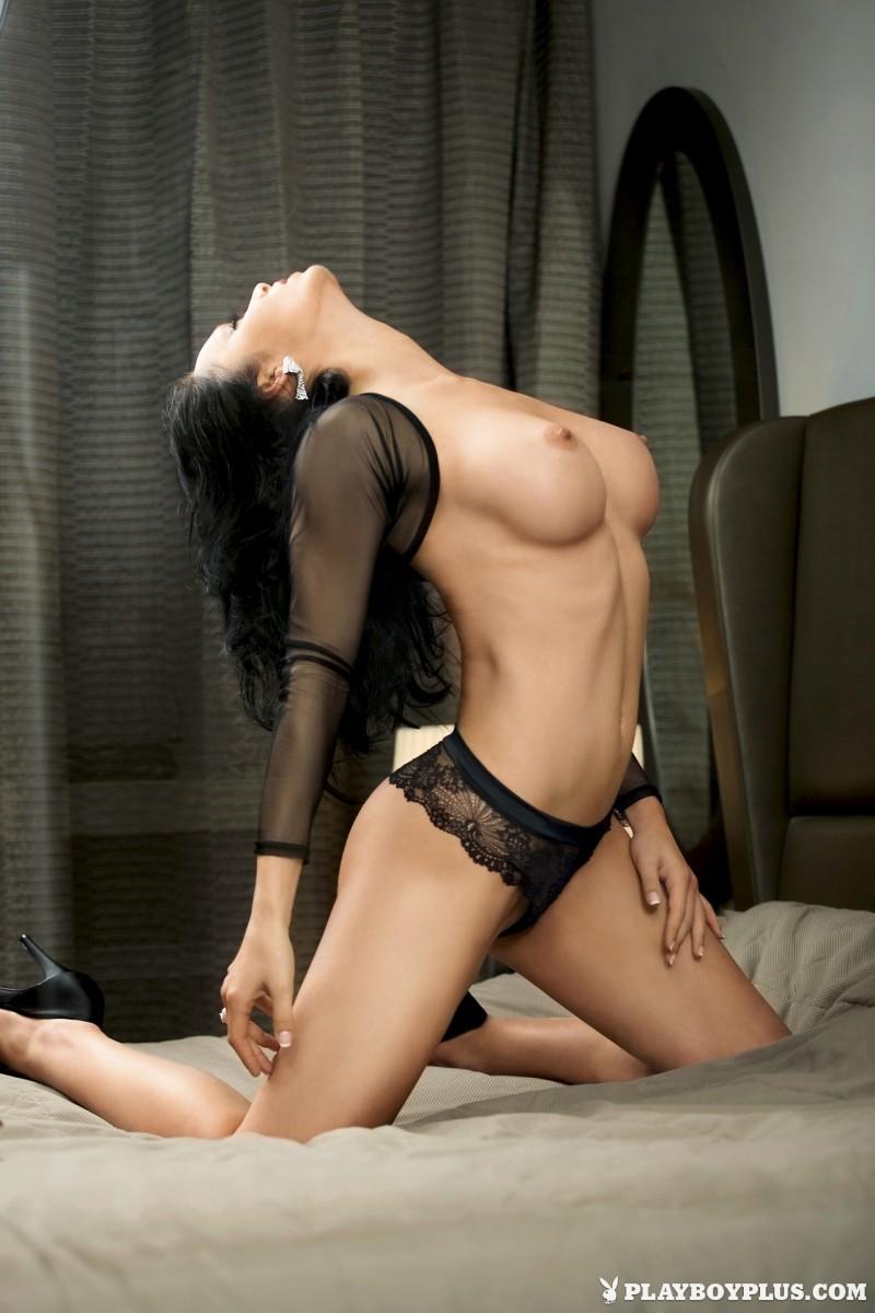 viktorija-manzinni-nude-brunette-slovenia-playboy-01