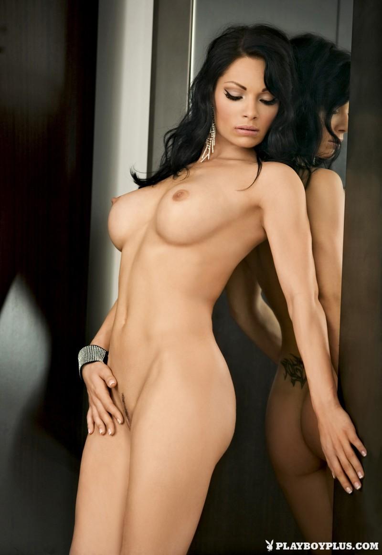 viktorija-manzinni-nude-brunette-slovenia-playboy-08