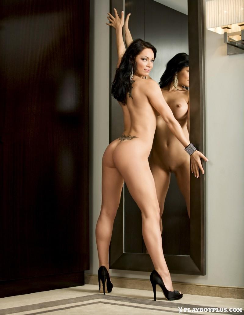 viktorija-manzinni-nude-brunette-slovenia-playboy-11
