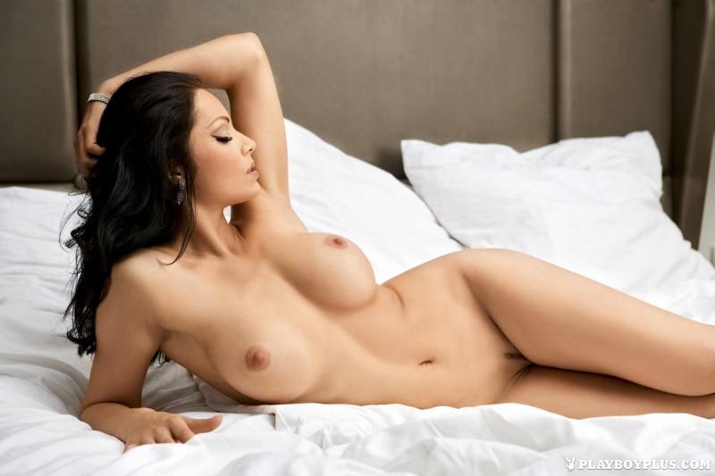 viktorija-manzinni-nude-brunette-slovenia-playboy-13