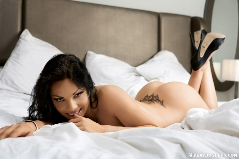 viktorija-manzinni-nude-brunette-slovenia-playboy-14