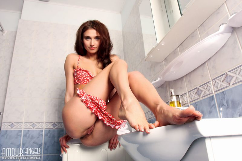laura-nude-bathroom-amour-angels-04
