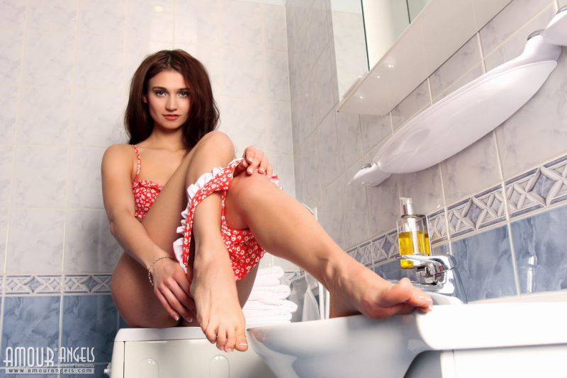 laura-nude-bathroom-amour-angels-05