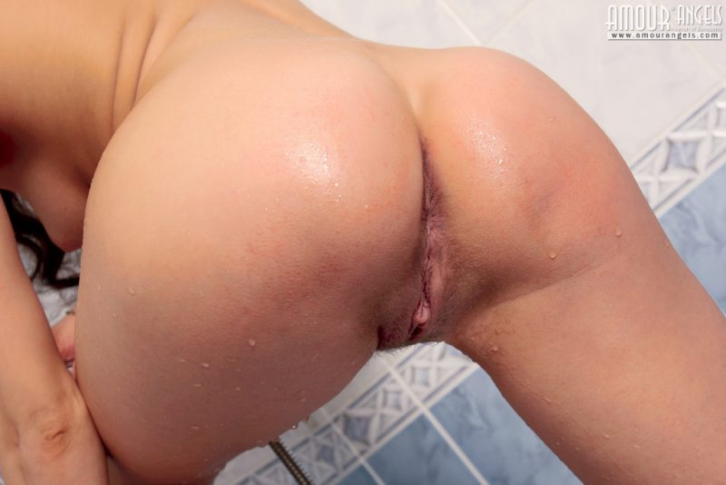 laura-nude-bathroom-amour-angels-08