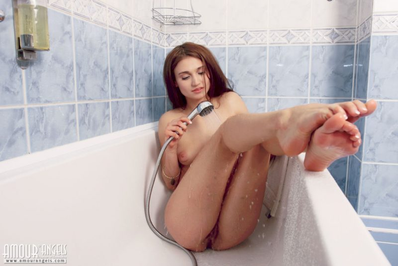 laura-nude-bathroom-amour-angels-11