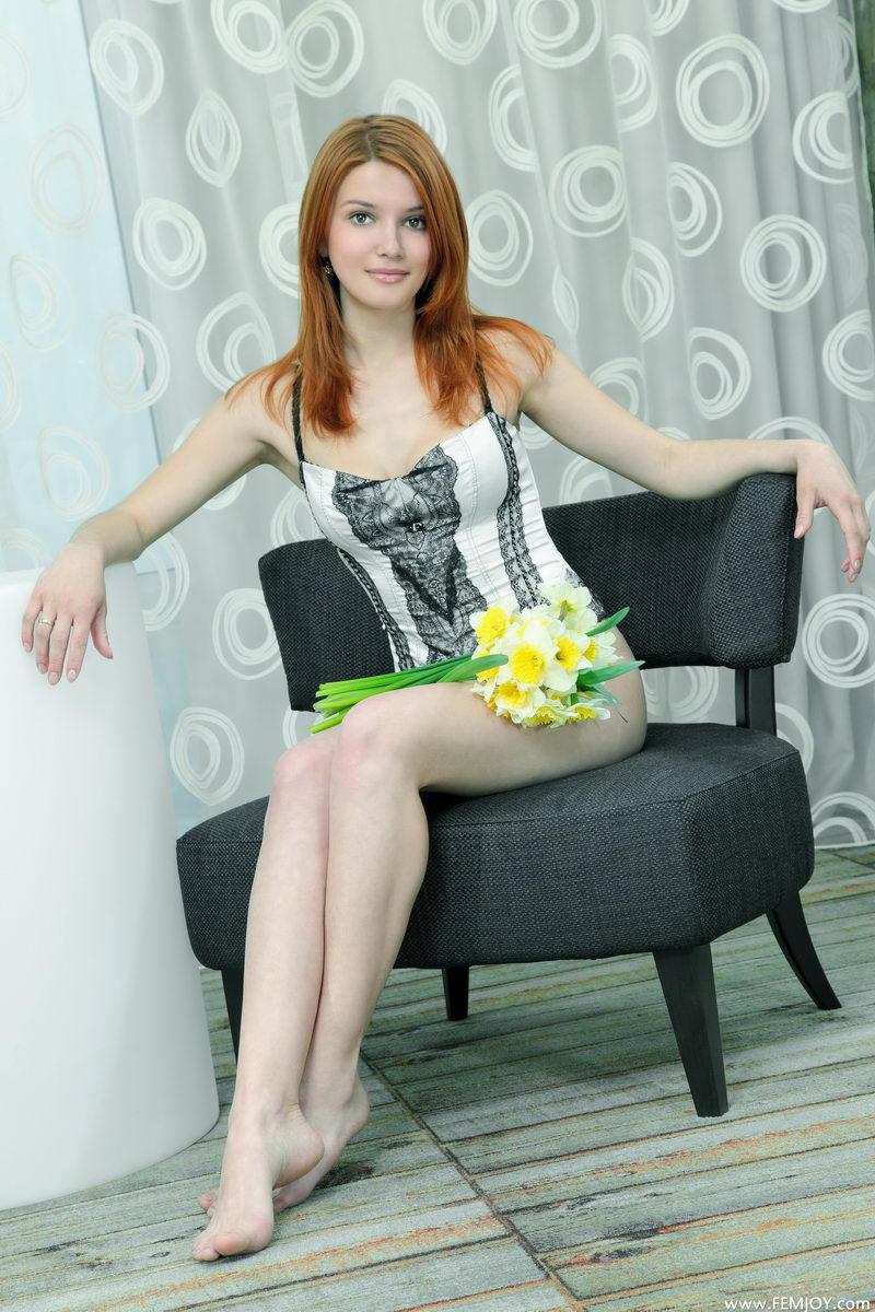 violla-in-corset-01