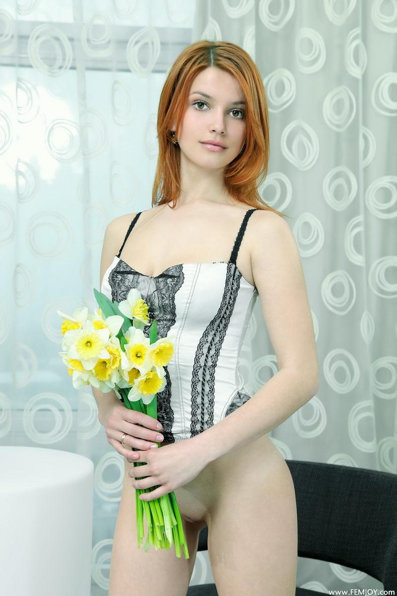 violla-in-corset-08