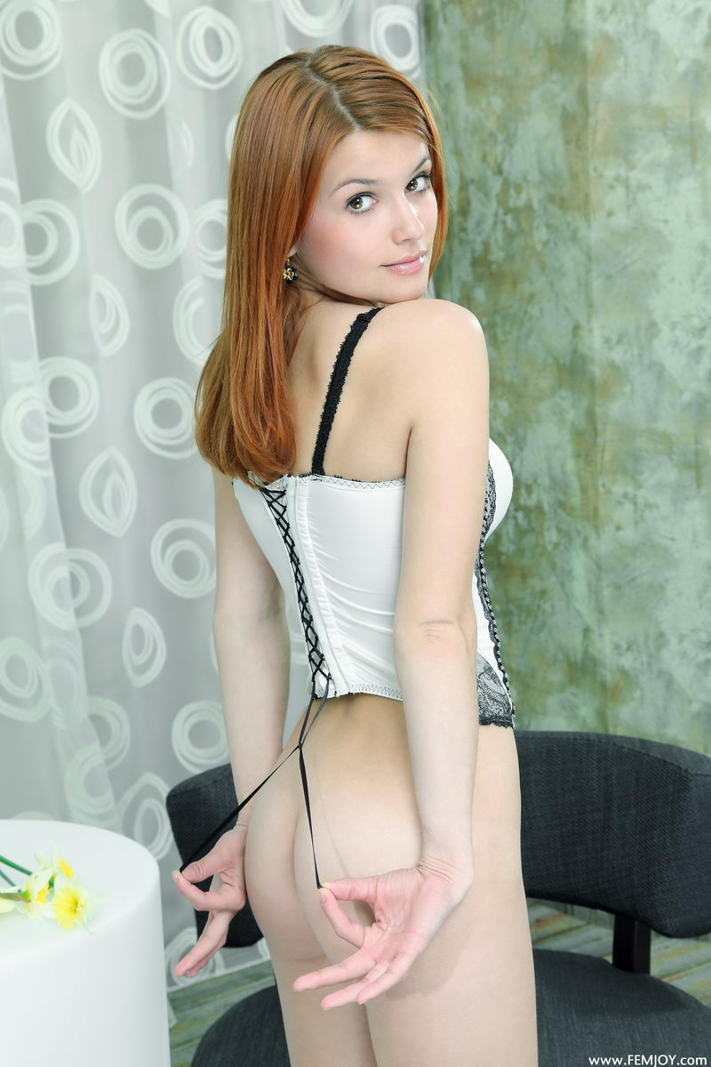 violla-in-corset-14