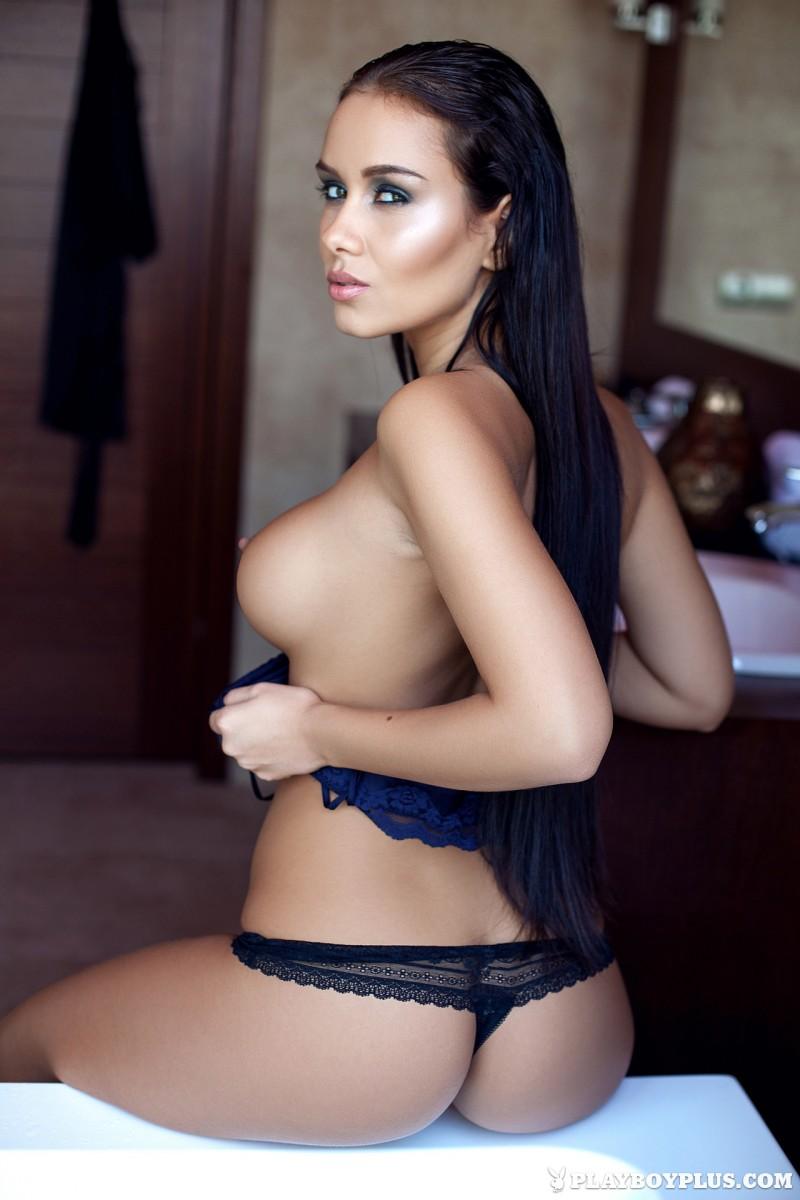vivien-bathroom-boobs-nude-playboy-07