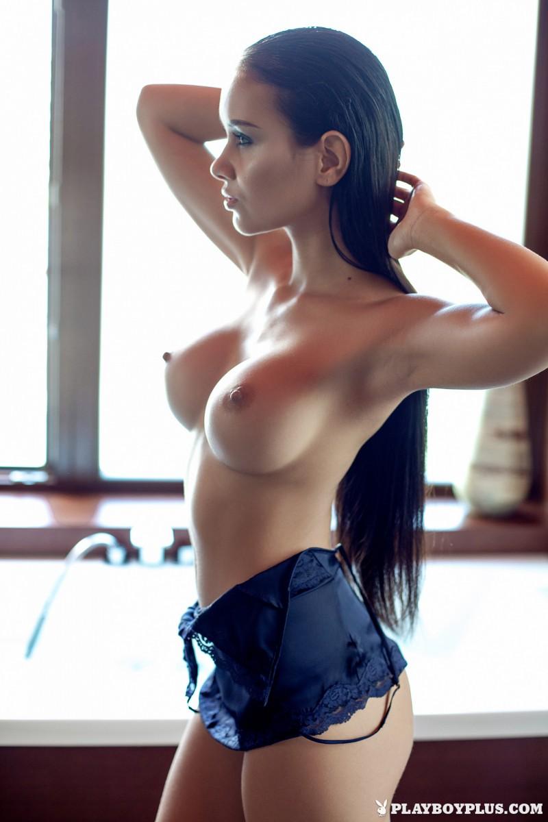 vivien-bathroom-boobs-nude-playboy-10