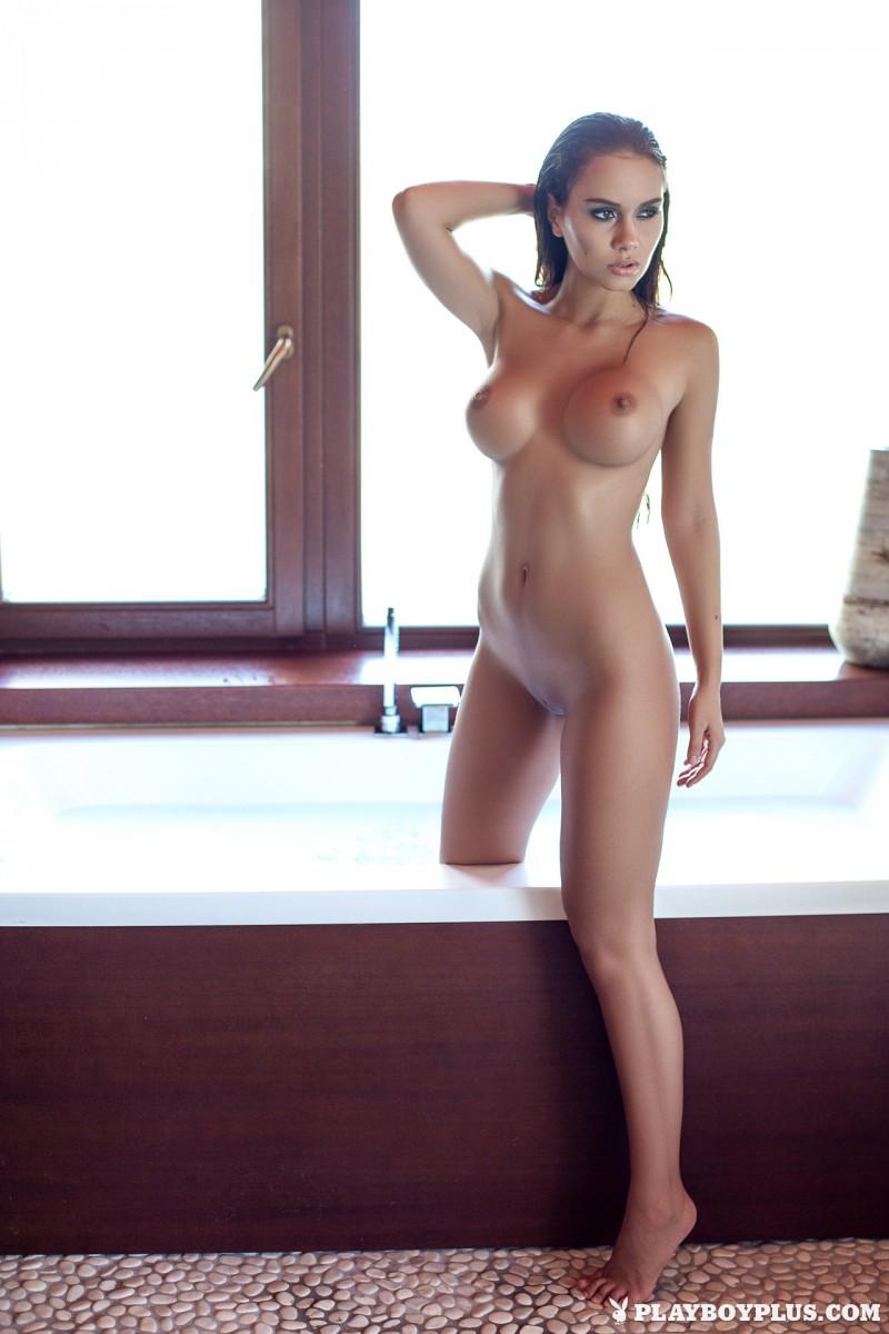 vivien-bathroom-boobs-nude-playboy-13