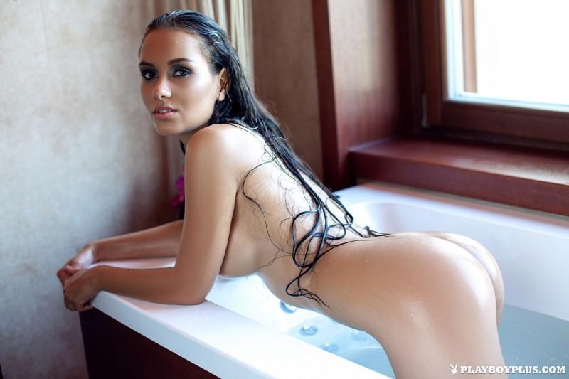vivien-bathroom-boobs-nude-playboy-23