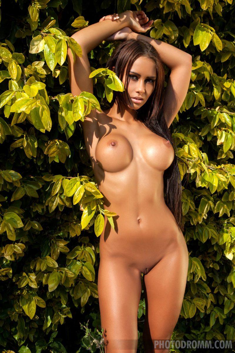 mareeva-bikini-boobs-naked-photodromm-09