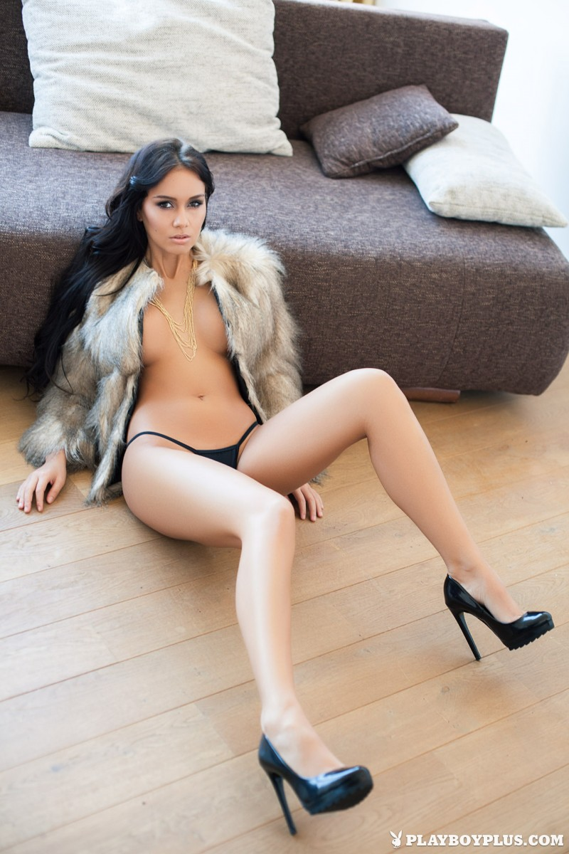 vivien-fur-naked-high-heels-playboy-04