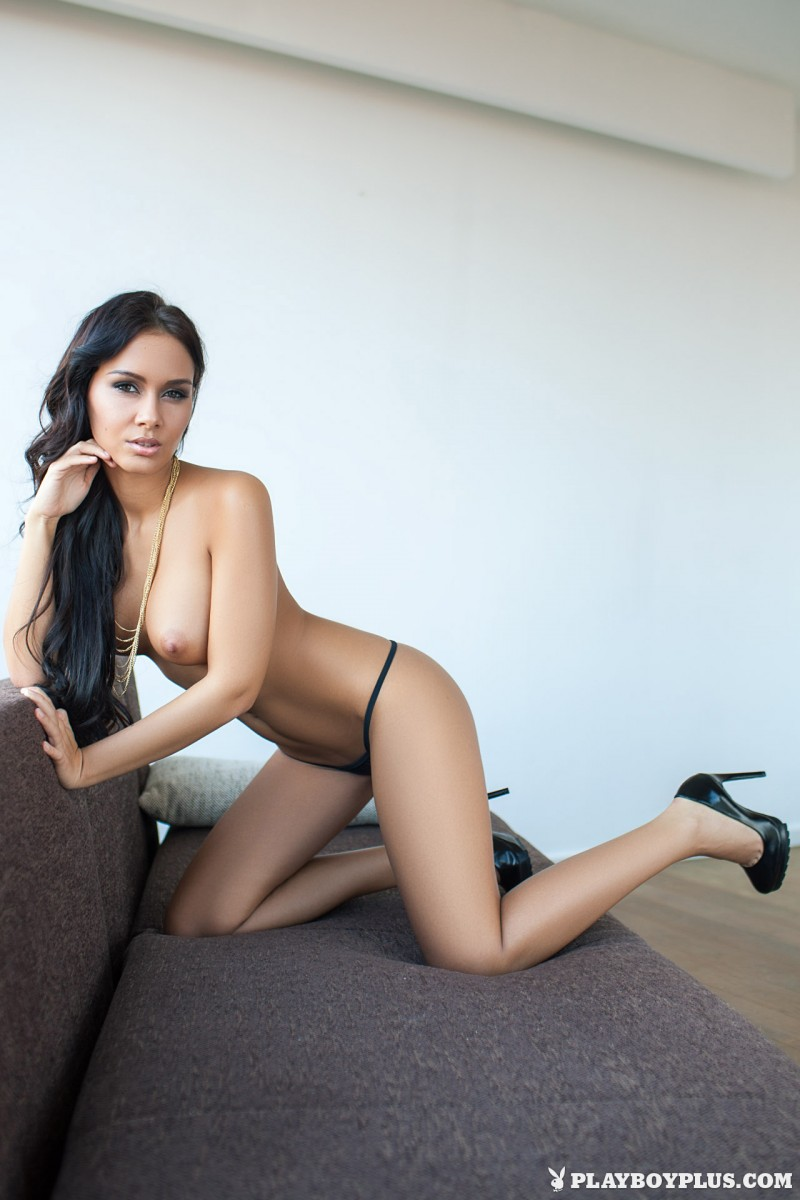 vivien-fur-naked-high-heels-playboy-14