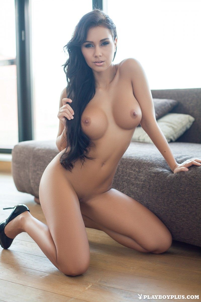 vivien-fur-naked-high-heels-playboy-25