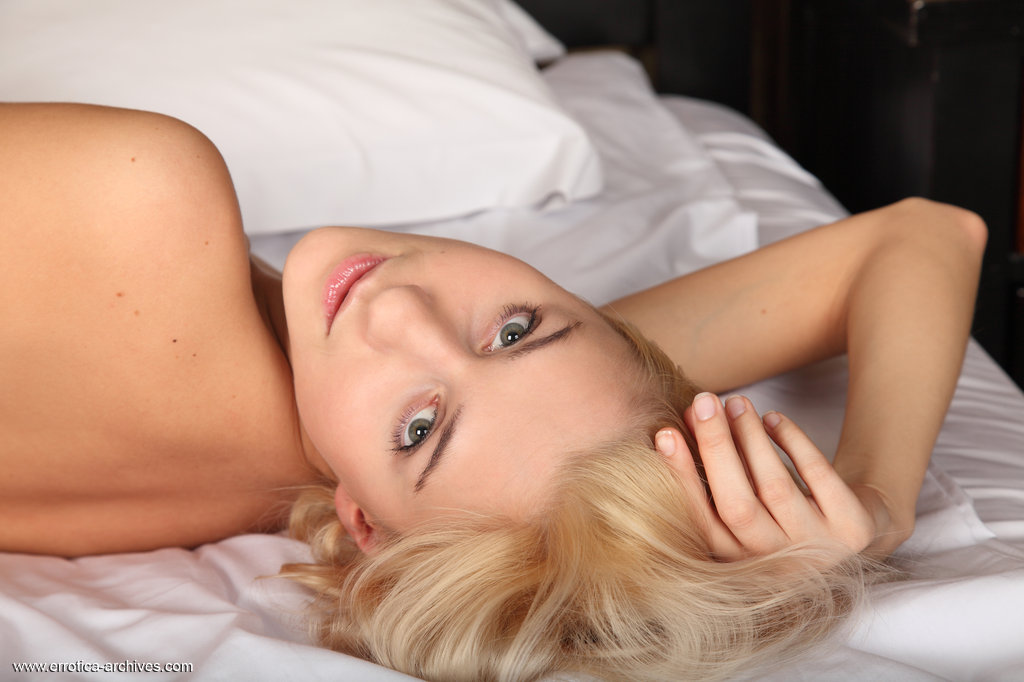 viviene-nude-in-bed-errotica-archives-05