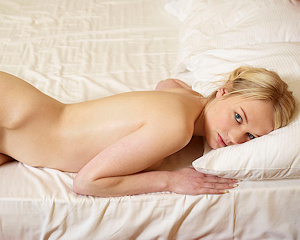 lynne-bedroom-nude-blonde-hegreart