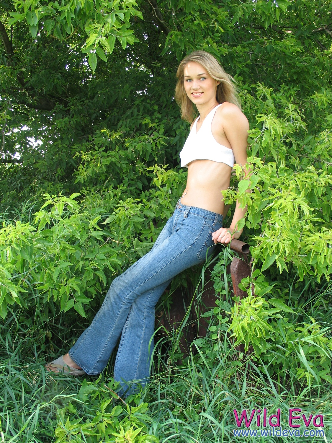 wild-eva-meadow-naked-jeans-pussy-02