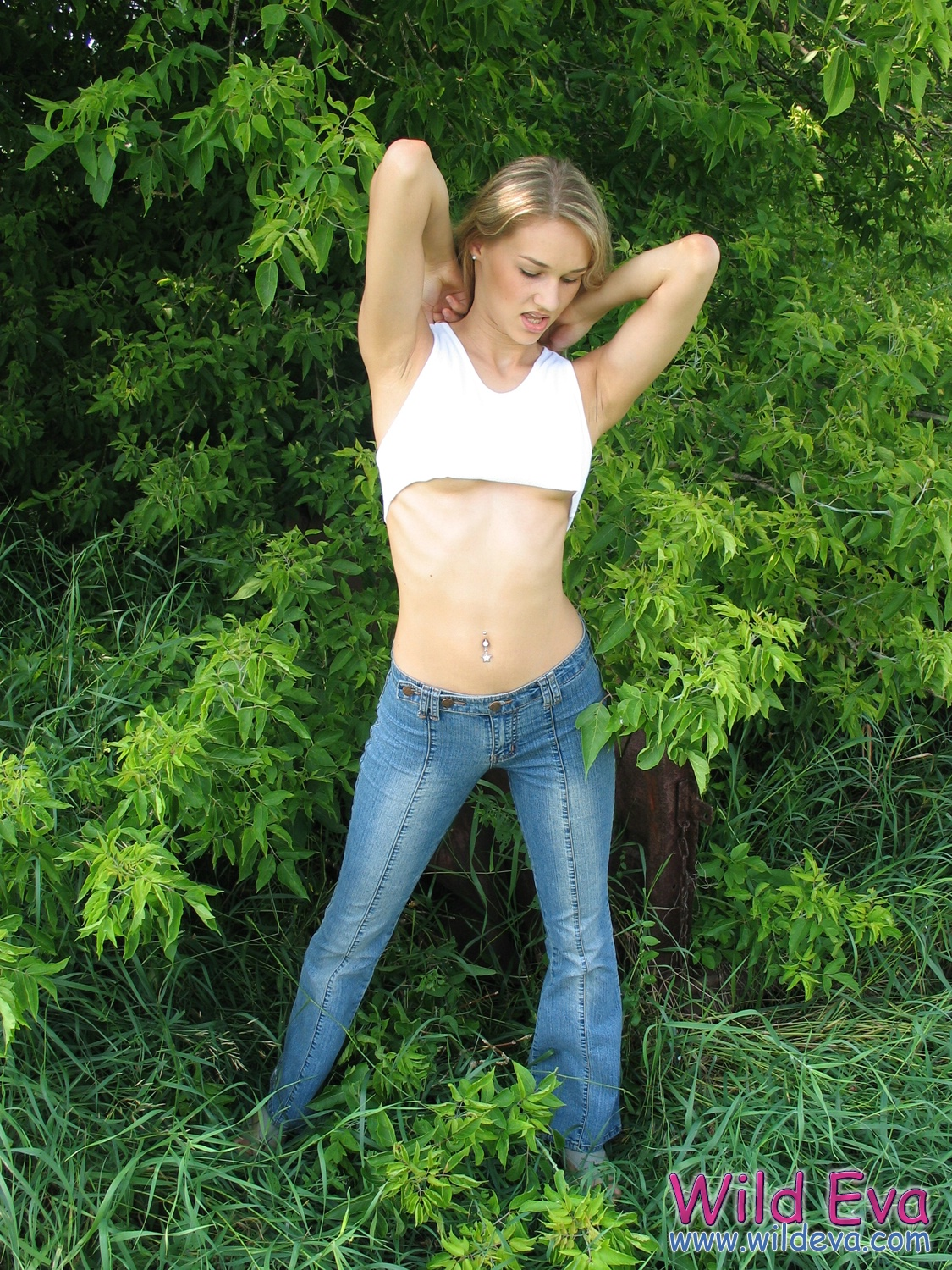 wild-eva-meadow-naked-jeans-pussy-03