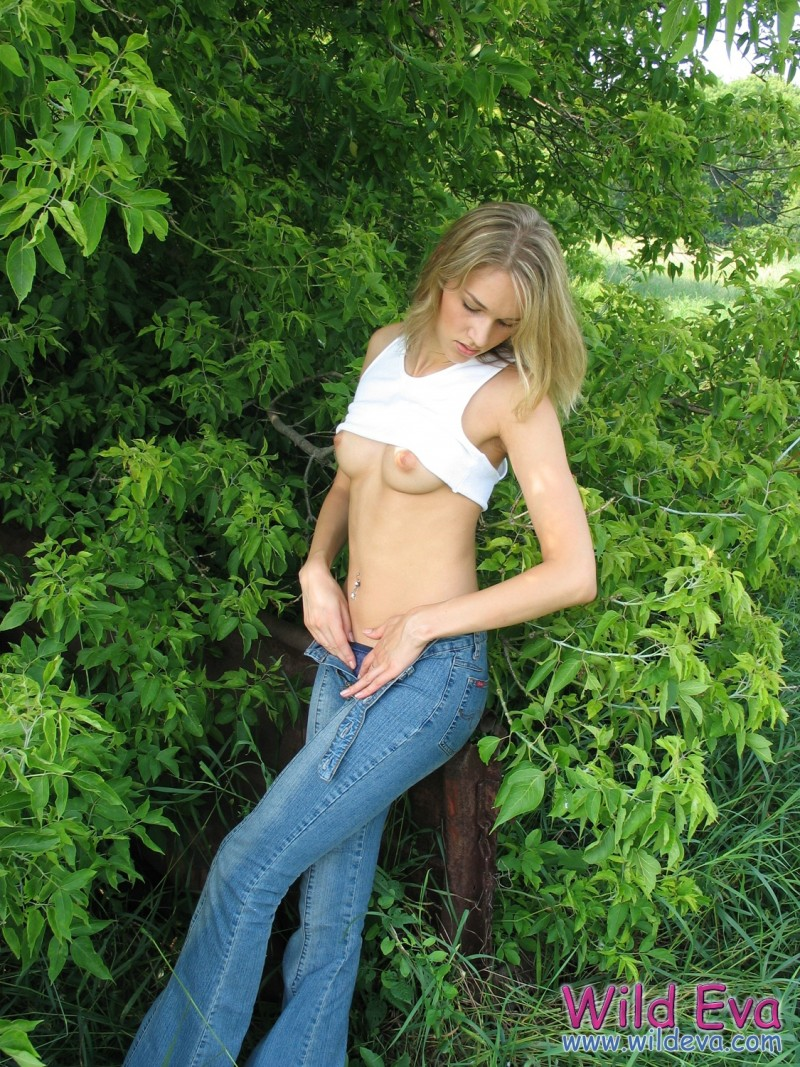 wild-eva-meadow-naked-jeans-pussy-05