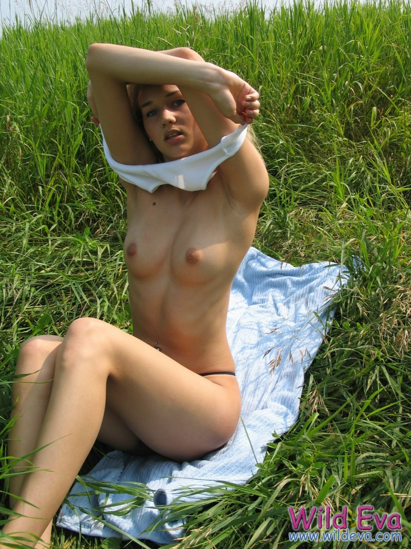 wild-eva-meadow-naked-jeans-pussy-10