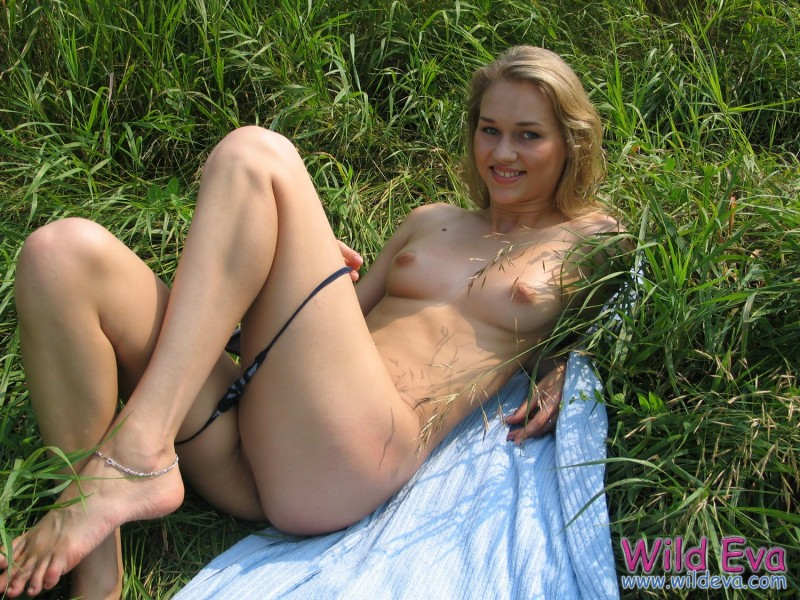 wild-eva-meadow-naked-jeans-pussy-15
