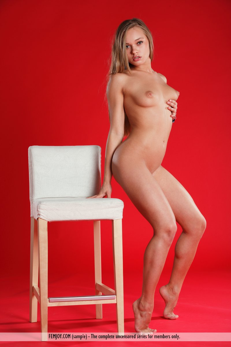 gloria-p-naked-bonde-on-bar-stool-femjoy-02