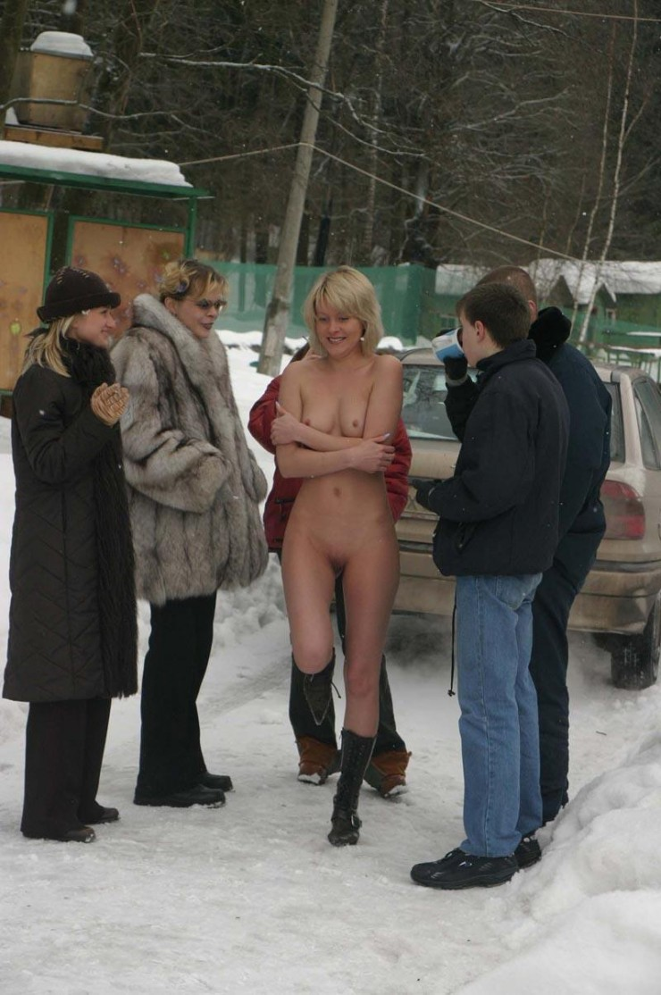 winter-nude-in-public-01