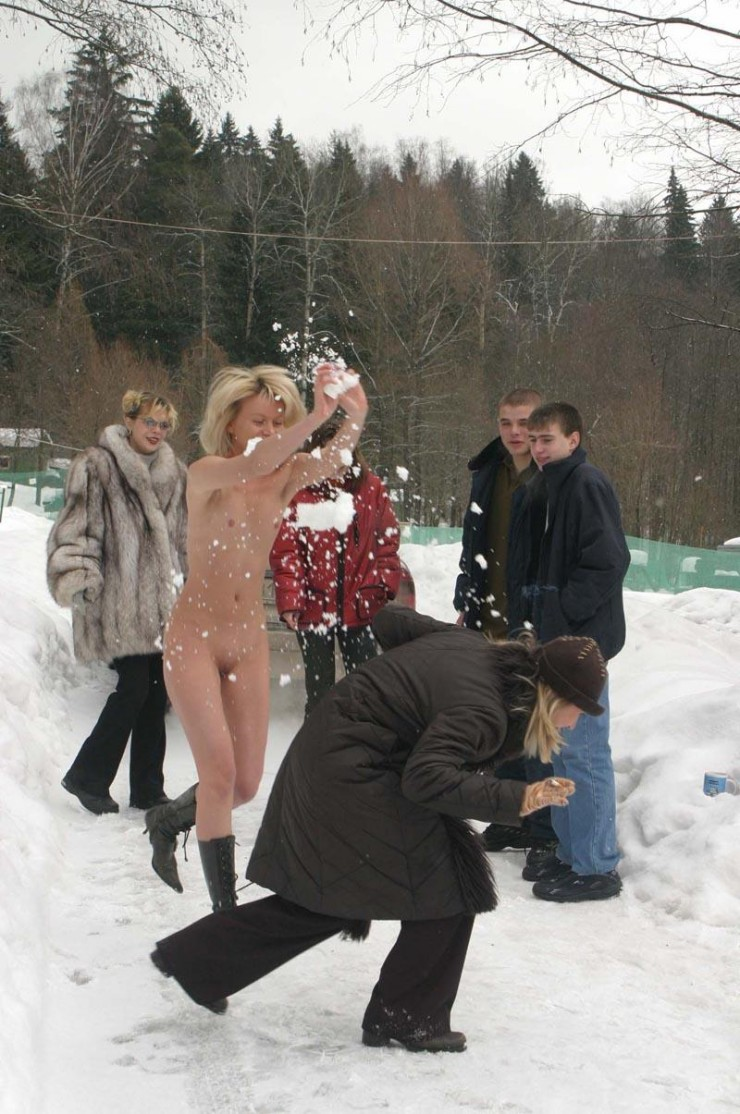 winter-nude-in-public-04