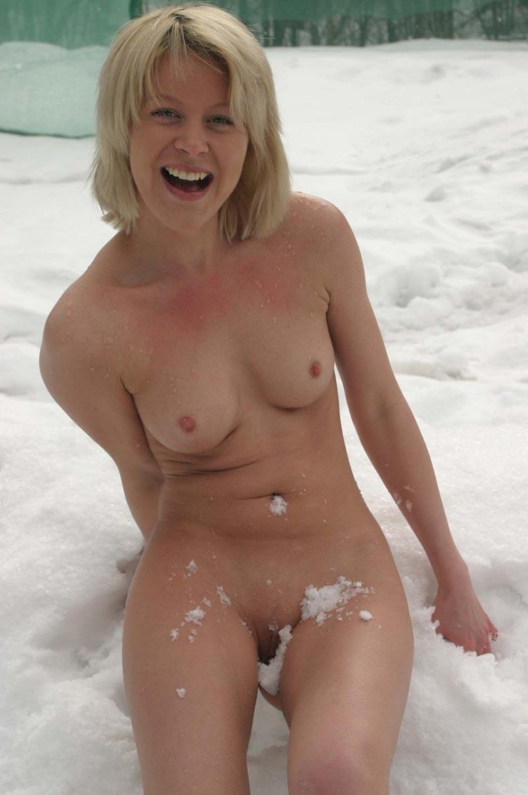 wife body naked in public