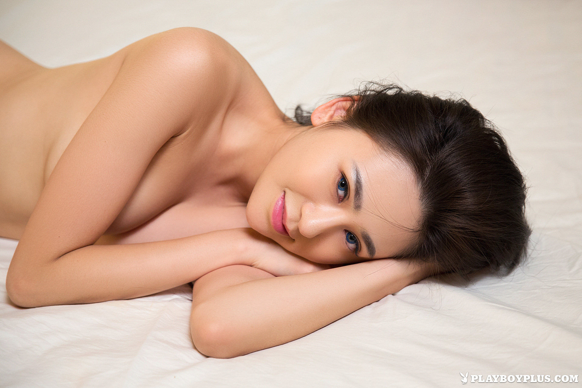 Nude model girl china shoulders down