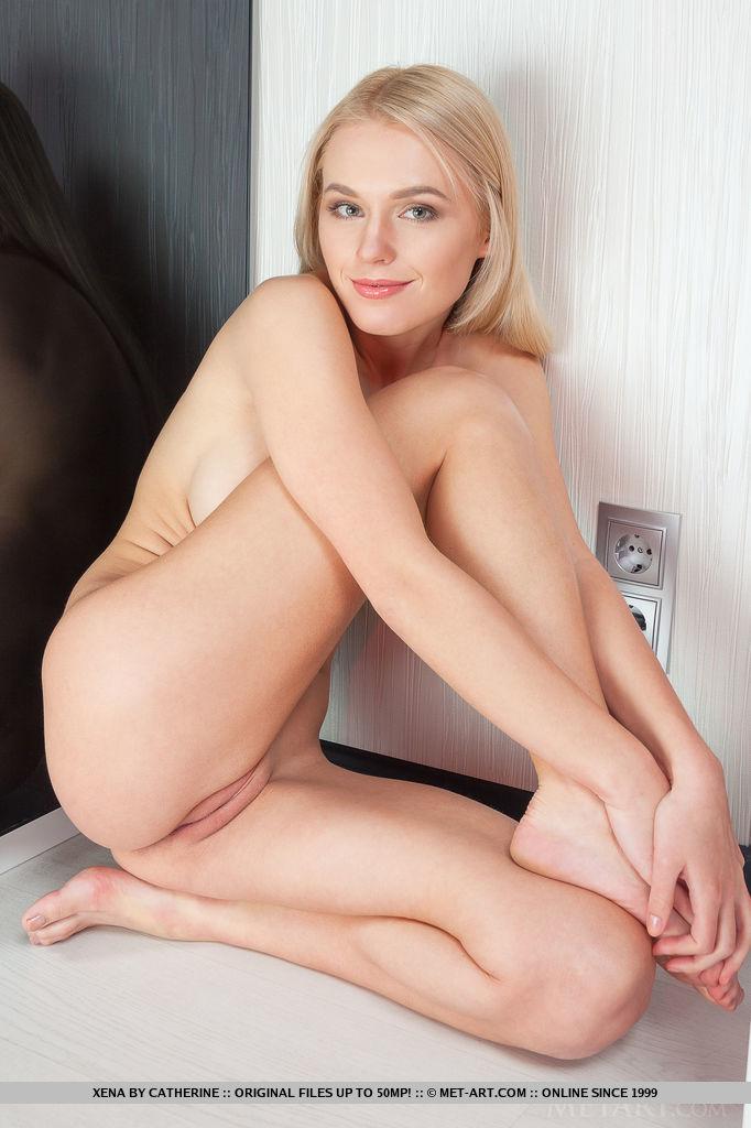 xena-long-hair-blonde-mirror-naked-metart-14
