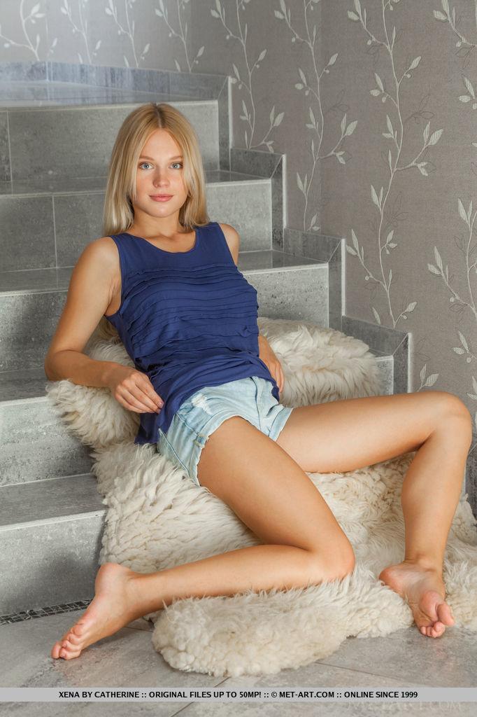 xena-nude-blonde-shorts-metart-02