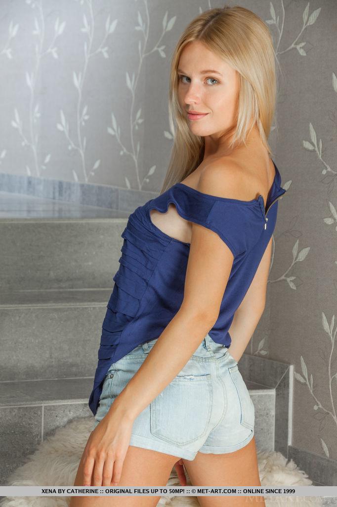 xena-nude-blonde-shorts-metart-07